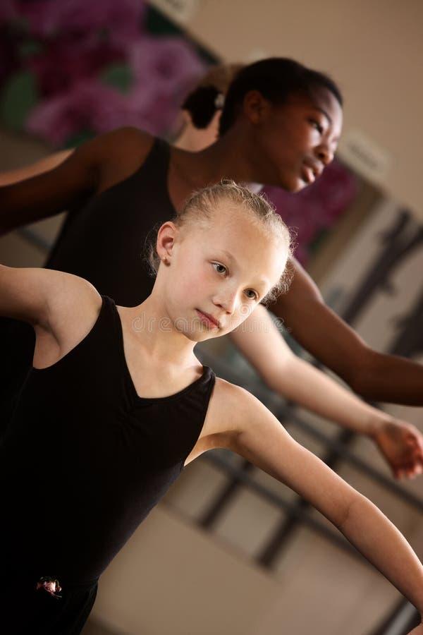 Deux étudiants mignons de ballet photos stock
