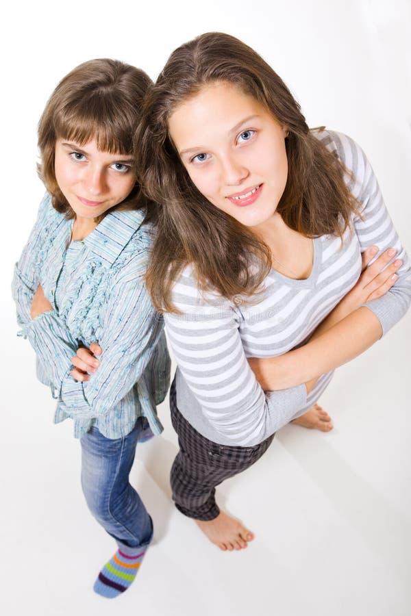 Deux amis féminins d'université image stock