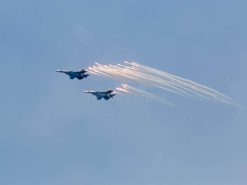 Deux anti-missiles de lancements d'avions à réaction de guerre photos stock