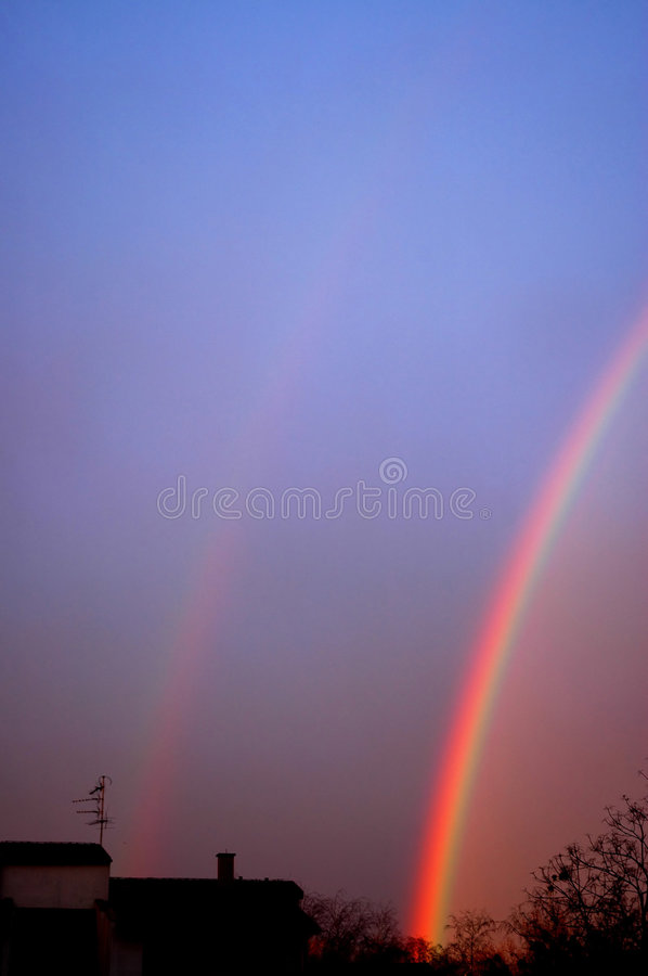 Deux arcs-en-ciel, double chance photo stock