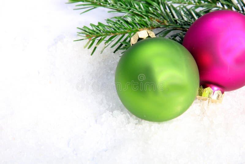 Deux babioles colorées de Noël images stock