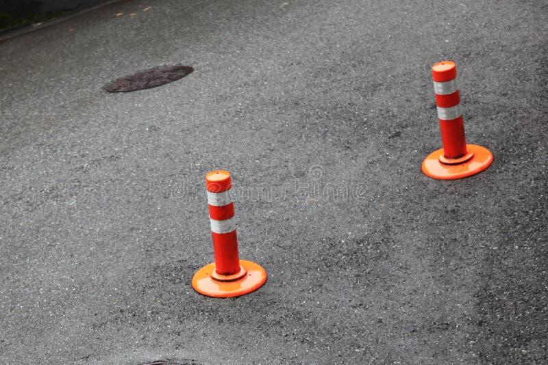 Deux barrières du trafic en rouge et blanc photos libres de droits