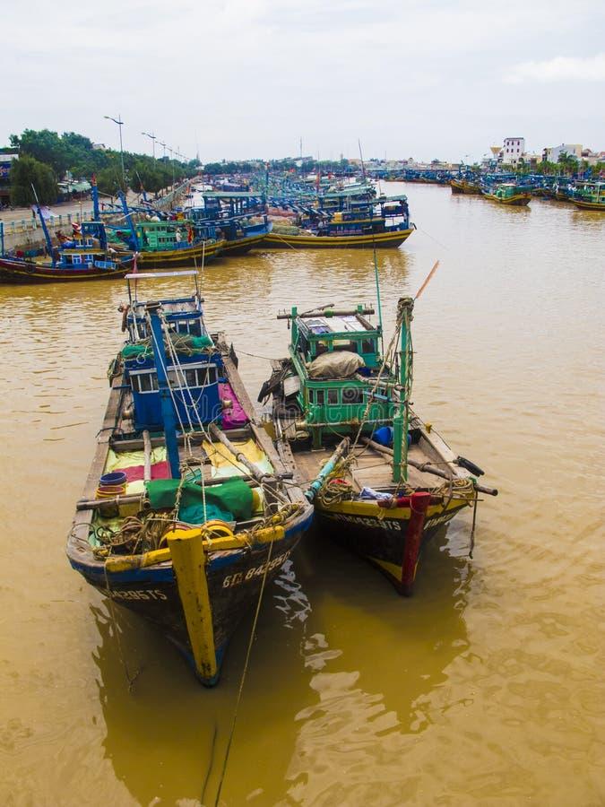 Deux bateaux en bois de pêche images libres de droits