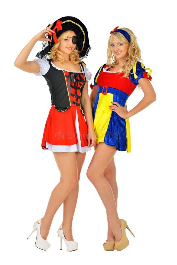 Deux belles femmes blondes dans des costumes de carnaval image stock