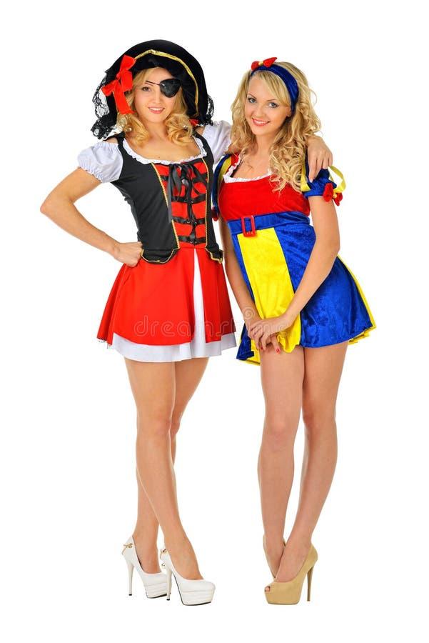 Deux belles femmes blondes dans des costumes de carnaval photographie stock