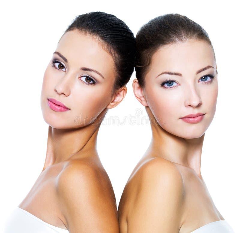 Deux belles femmes sexy images libres de droits