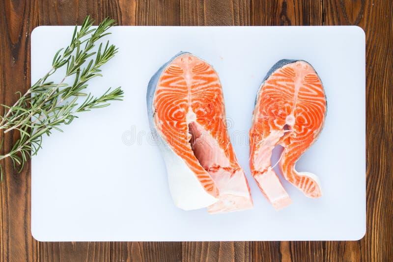 Deux biftecks des saumons image libre de droits