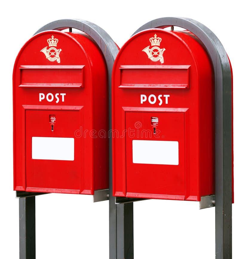 Deux boîtes postales rouges sur le blanc images libres de droits