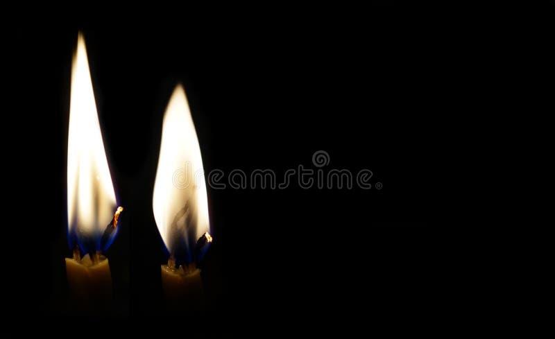 Deux bougies br?lantes photographie stock