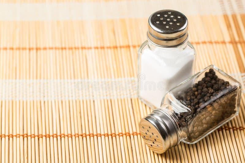 Download Deux bouteilles de poivre photo stock. Image du shaker - 45364258