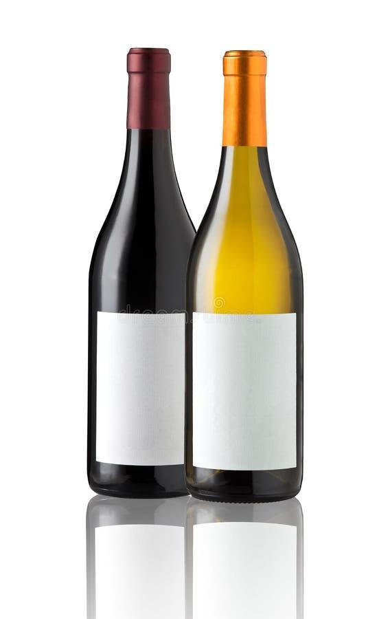 Deux bouteilles de vin d'isolement avec le label vide photographie stock libre de droits