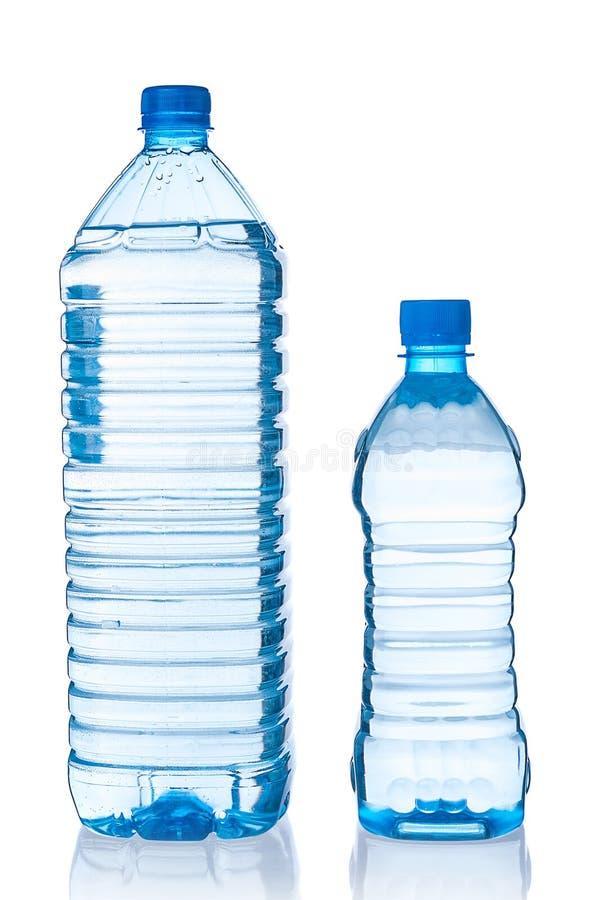 Deux bouteilles en plastique de l'eau images libres de droits