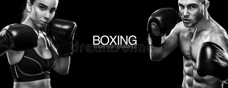 Deux boxeurs de sportsmans sur le fond noir Copiez l'espace Concept de sport photographie stock libre de droits