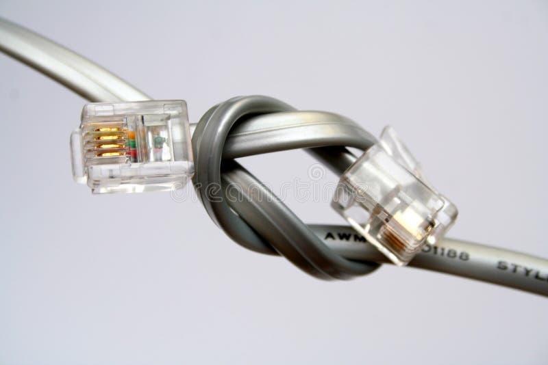 Deux câbles pour la boîte de vitesses de données avec des extrémités nouées photographie stock