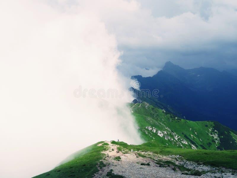 Deux côtés des montagnes photographie stock libre de droits