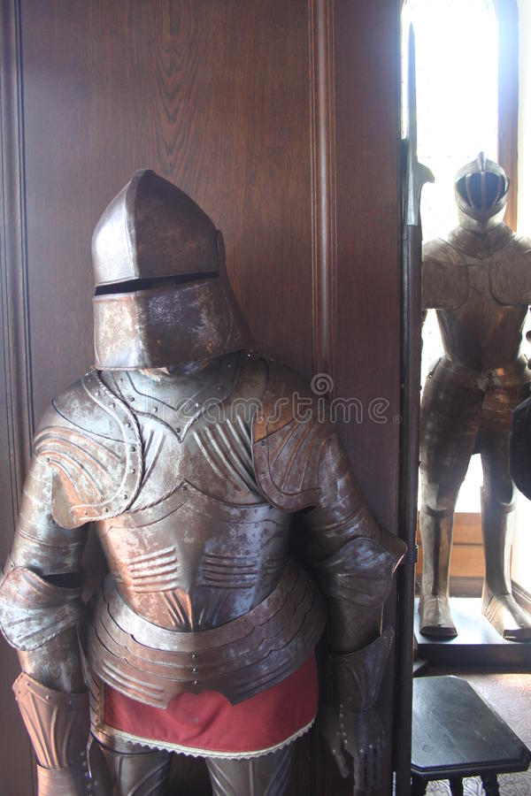 Deux chevaliers dans le château de Reichsburg image stock
