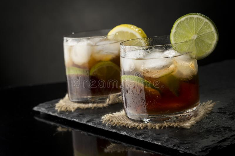 Deux cocktails du Cuba Libre photos stock