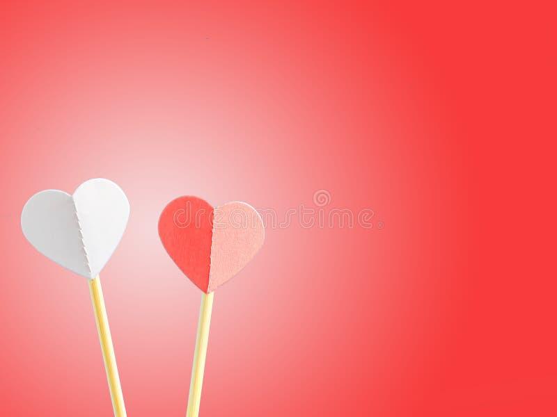 Deux coeurs sur un fond rouge Jour du `s de Valentine Copiez l'espace pour le texte illustration libre de droits