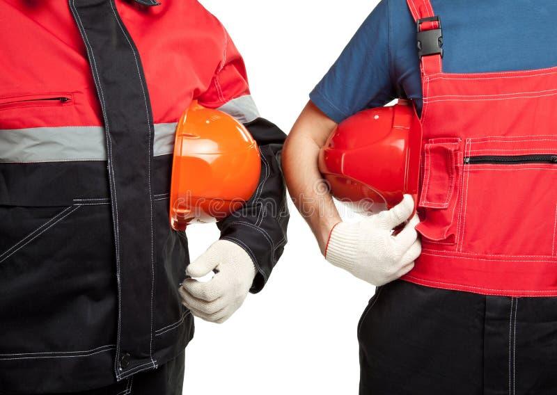 Deux constructeurs dans des masques uniformes de fixation photos libres de droits