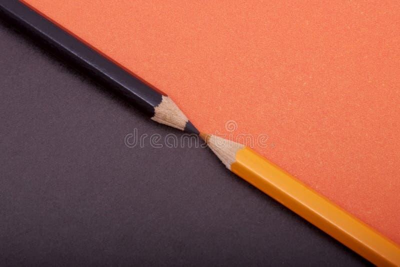 Deux crayons colorés photos stock