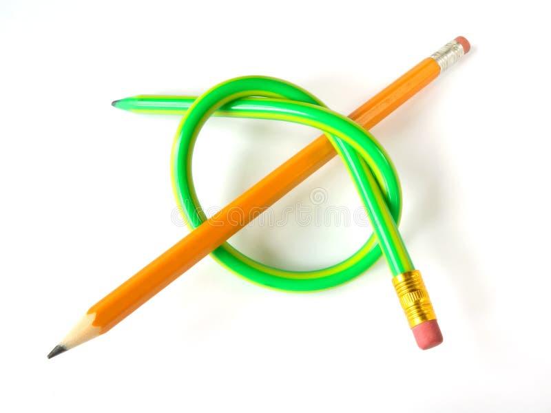 Deux crayons (comme un noeud) photographie stock libre de droits