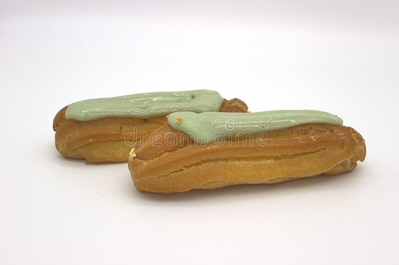 Deux Eclairs d?licieux de pistache Une image d'isolement sur le fond blanc image libre de droits