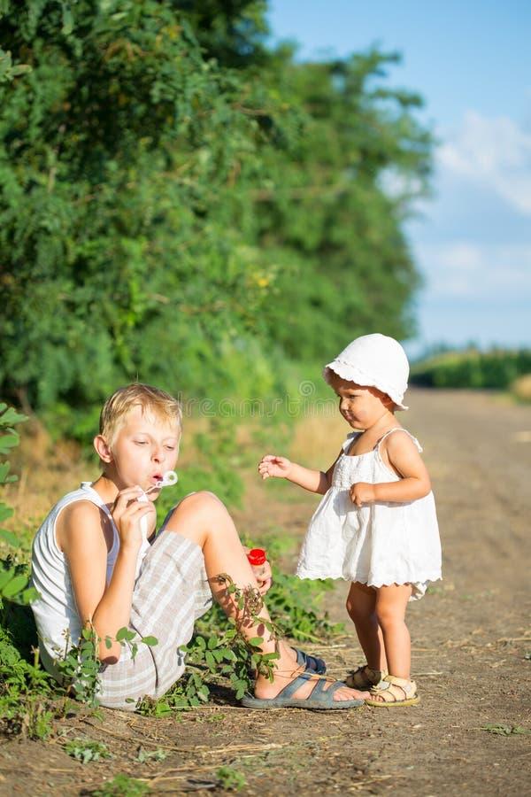 Deux enfants photo stock