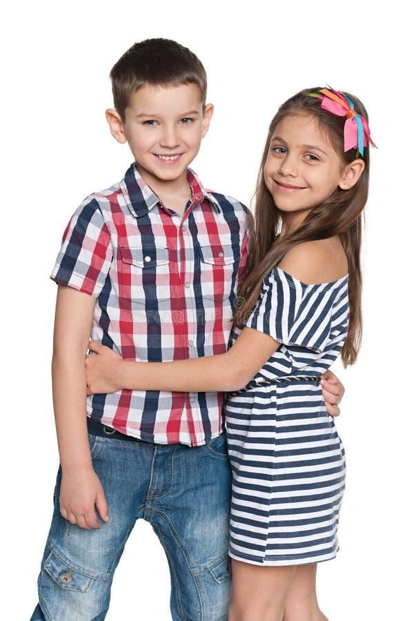 Deux enfants gais de mode photographie stock libre de droits