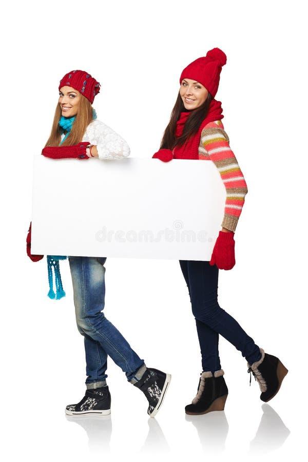 Deux femelles d'hiver avec la bannière images libres de droits