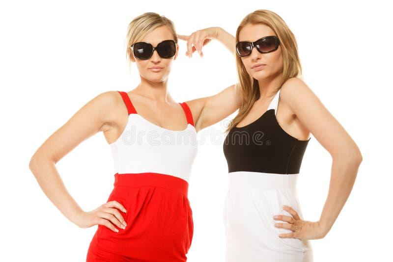 Download Deux Femmes Folles Sexy En été Vêtx Des Lunettes De Soleil Image stock - Image du énergique, fashionable: 45361471