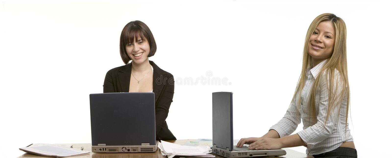 Deux femmes heureuses d'affaires image stock