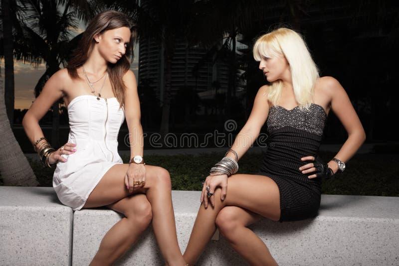 Deux femmes sexy images libres de droits