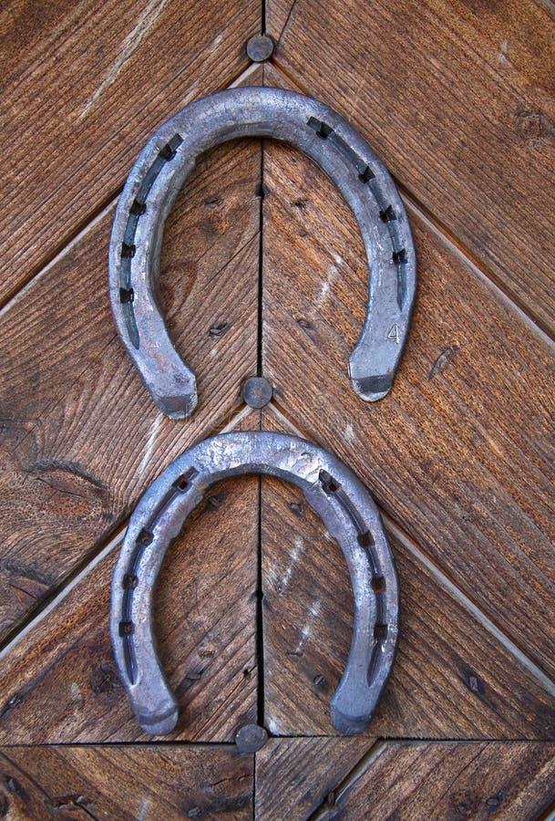 Deux fers à cheval chanceux photographie stock libre de droits