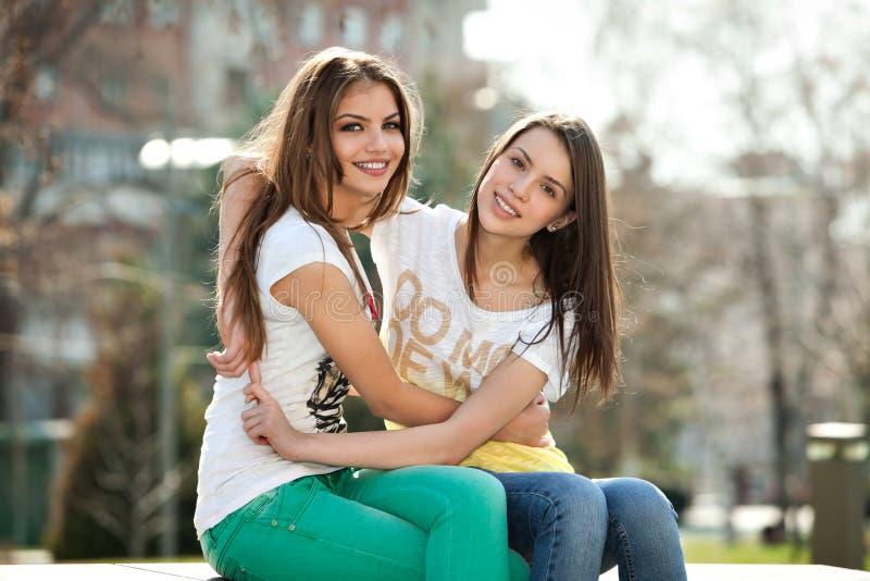 Deux filles photo stock