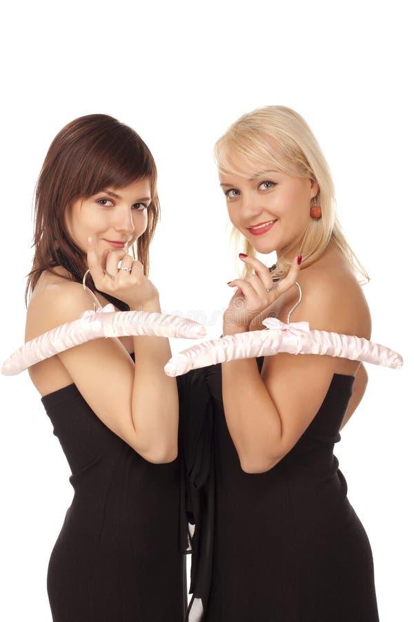 Deux filles avec les brides de fixation roses photos libres de droits