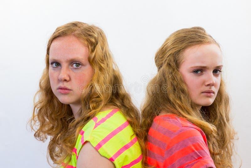Deux filles fâchées photographie stock