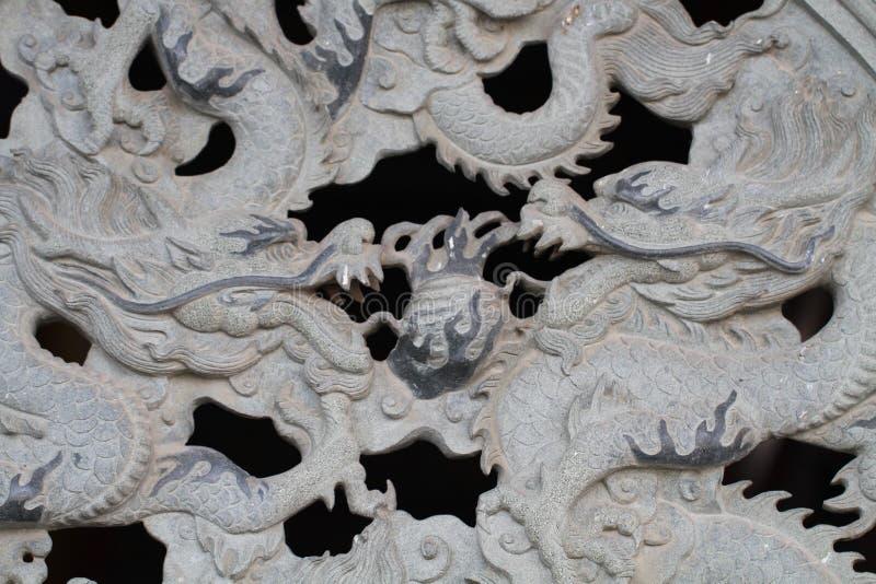 Deux fois mur de découpage de marbre de dragon, style chinois décoratif d'art au temple public chinois image libre de droits