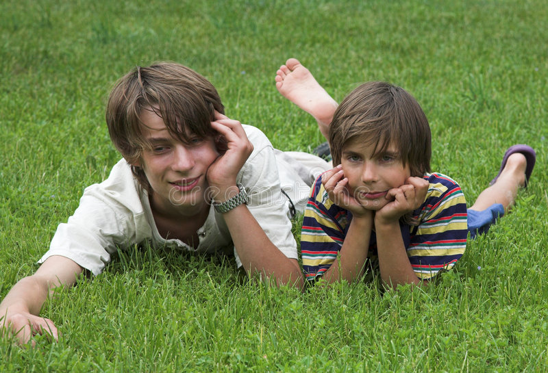 Deux garçons images stock