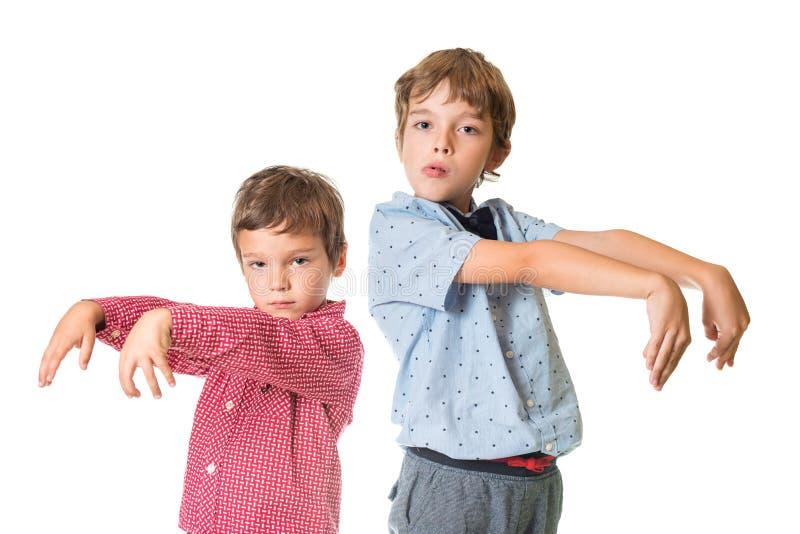 Deux garçons avec le regard de zombi photo stock