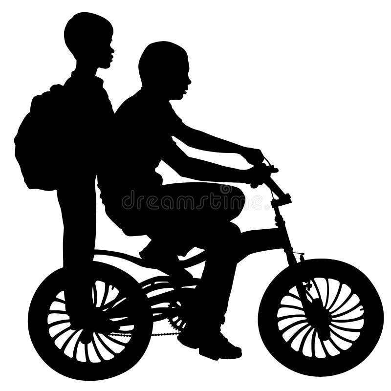Deux Garçons Sur Une Bicyclette Images libres de droits