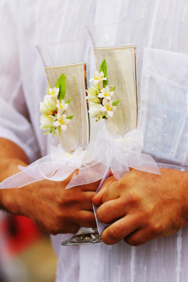 Deux glaces de vin de champagne de mariage photo stock