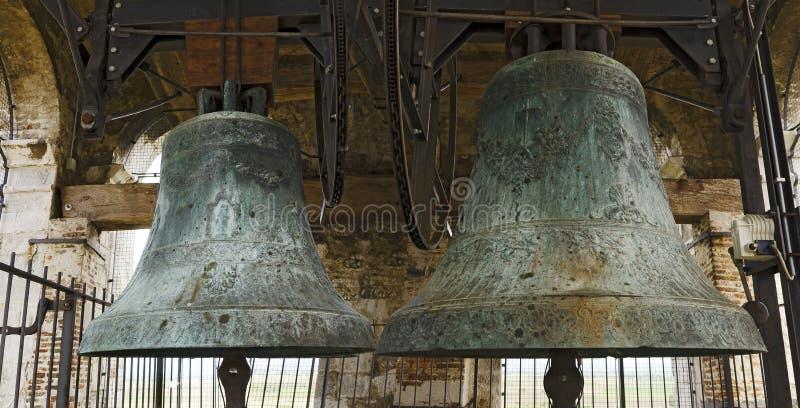 Deux grandes cloches d'église photographie stock libre de droits