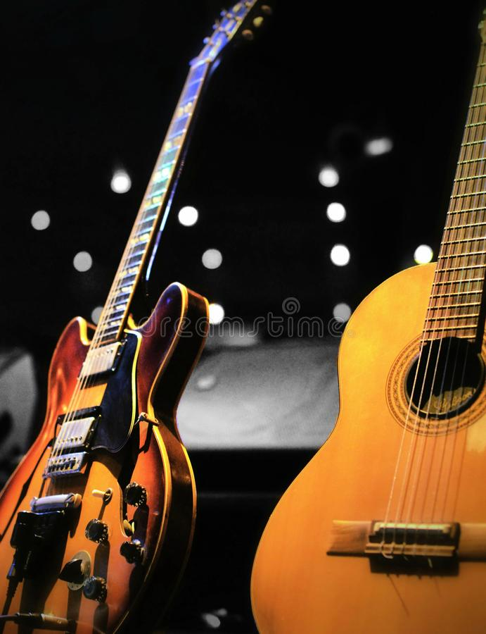 Deux guitares classiques à un petit concert image libre de droits
