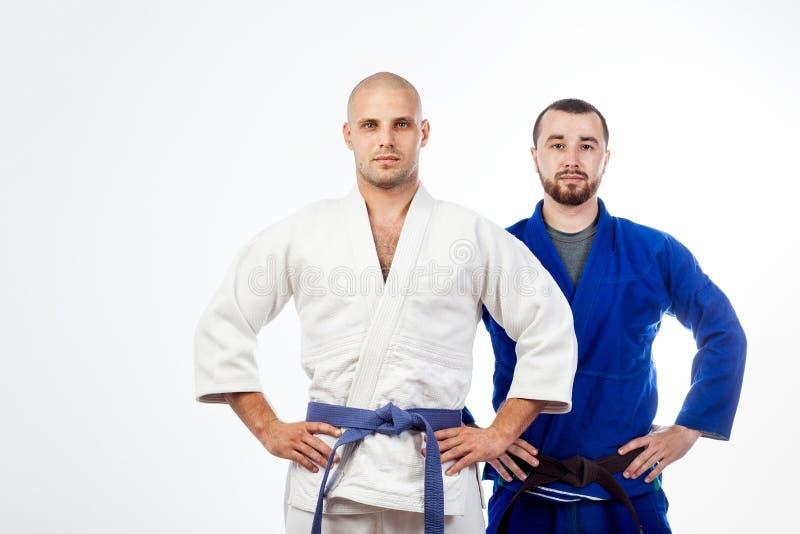 Deux hommes posant l'udo image stock