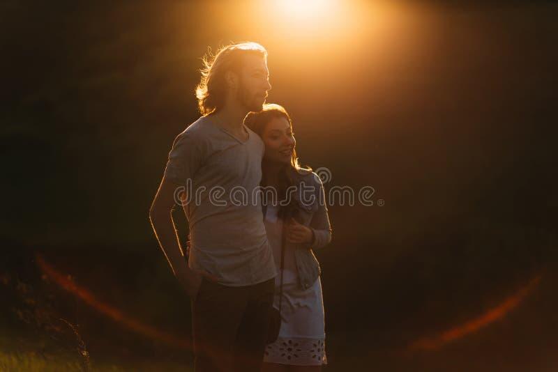 Deux jeunes amoureux photos stock