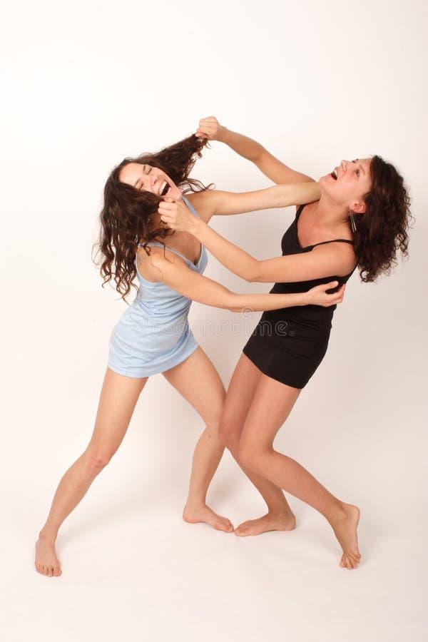 Deux jeunes femmes 1 de combat photo stock