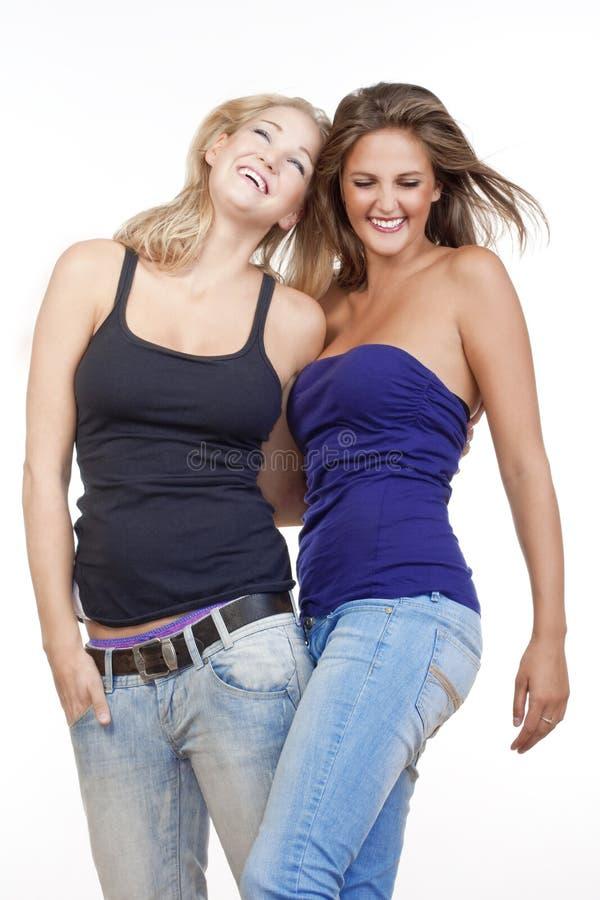 Deux jeunes femmes heureuses image stock