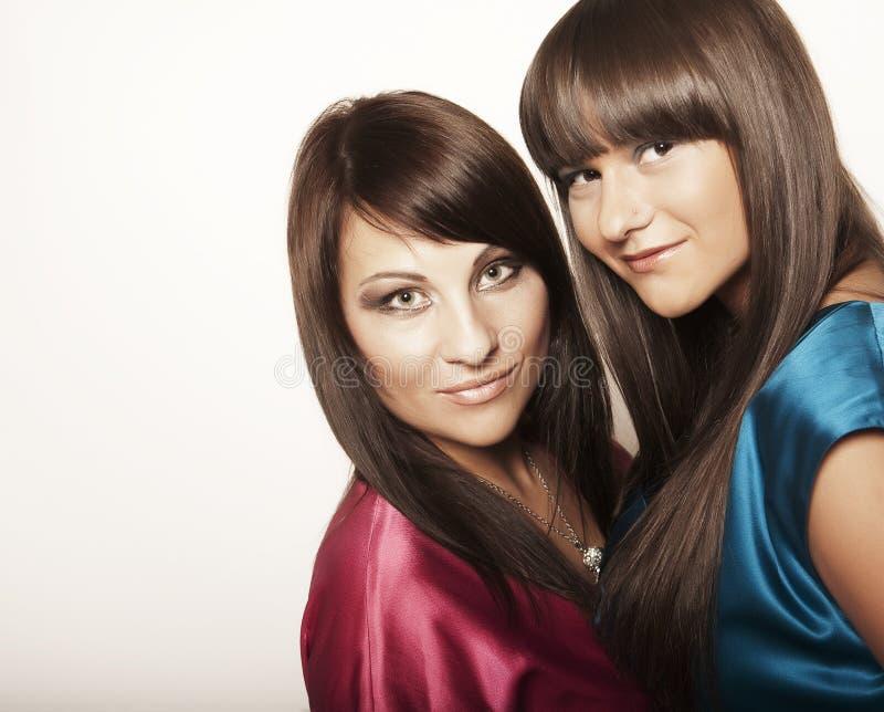 Deux jeunes filles sexy photo stock