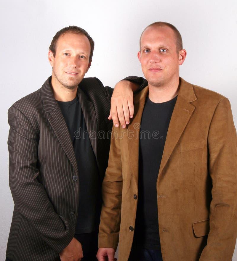 Deux jeunes hommes d'affaires image libre de droits