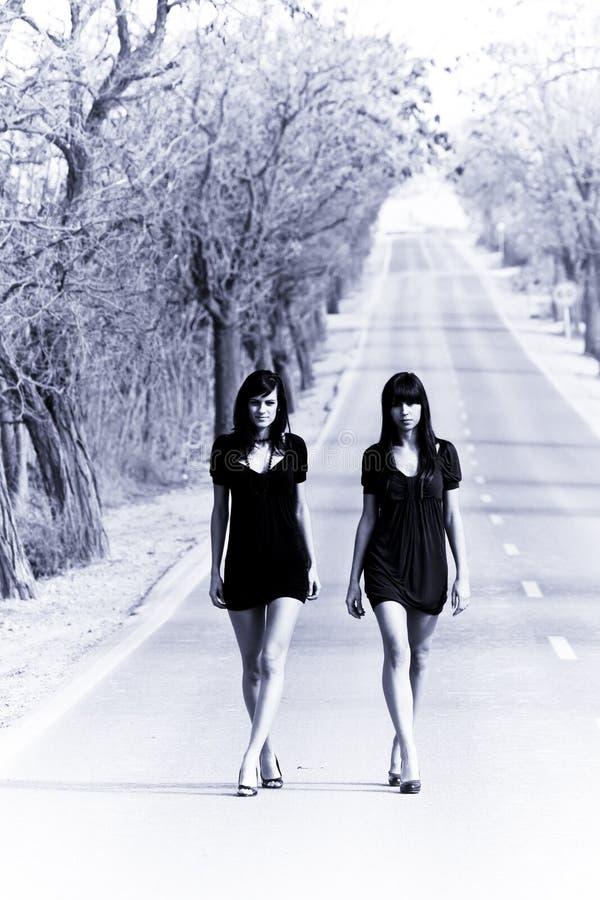 Deux jeunes modèles photographie stock libre de droits
